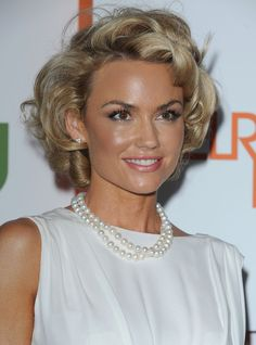 """Kelly Carlson Photos - A brunette Kelly Carlson, best known from her role in """"Nip/Tuck"""", was all smiles as she did a bit of shopping at Cross Creek in Malibu. - Kelly Carlson Shops in Malibu Short Blonde Curly Hair, Haircuts For Curly Hair, Short Hairstyles For Women, Vintage Hairstyles, Pretty Hairstyles, Short Hair Cuts, Wedding Hairstyles, Curly Hair Styles, Wavy Hairstyles"""