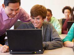 Crianças são atraídas pela tecnologia. Com isso, a implantação de equipamentos tecnológicos na sala de aula acaba envolvendo os estudantes e despertando interesse nos assuntos estudados.