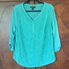 Cute Teal Top! Size 2X NWOT. This cute top is great for work. Pretty lace overlay on the front, soft material. 3/4 roll up (optional) sleeves. Great for work! I removed the tags, but never actually wore. Smoke free home. I.N. Studio Tops Blouses