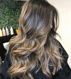 Caramel hair color with wave #caramelhair #haircolor #brownhair #brownhairwithhighlights