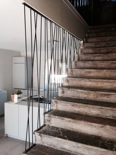 Stairs design metal beautiful 70 Ideas for 2019 Stair Railing Design, Staircase Railings, Stairways, Stairs In Living Room, House Stairs, Escalier Design, Balkon Design, Modern Stairs, Interior Stairs