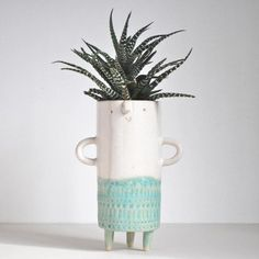 Image of Tall stamped tripod vase with arms// turquoise + white Ceramic Flower Pots, Ceramic Pots, Ceramic Pottery, Pottery Art, Face Planters, Diy Planters, Pot Plante, Clay Vase, Sculpture Clay