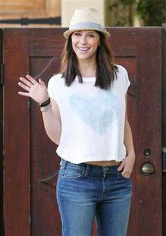 Jennifer Love Hewitt accessorizes her causal jeans-and-a-T-shirt look with a cute fedora.
