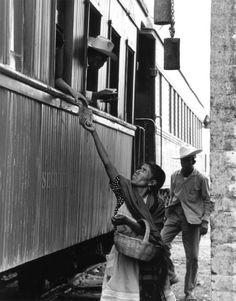 Tamales, from the series El Trenecito, 1966 Photo by Rodrigo Moya