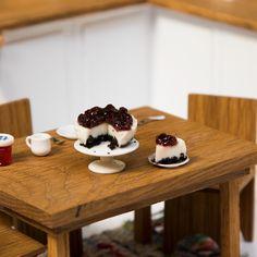 Humor Discover Creamos una Mini Cheesecake porque la belleza viene en diferentes tamaños y formas. Mini Desserts, Mini Cheesecake Recipes, Dessert Recipes, Mini Cheesecakes, Tiny Cooking, Yummy Treats, Yummy Food, Taste Made, Mini Kitchen
