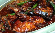 : Pindang ketjap van vis: makreel in zoetzure hete ketjapsaus Spicy Recipes, Fish Recipes, Seafood Recipes, Indian Food Recipes, Asian Recipes, Cooking Recipes, I Love Food, Good Food, Yummy Food