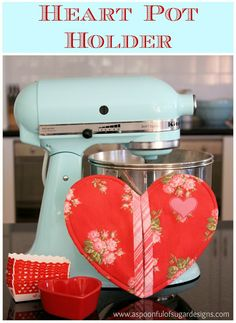 I so want this mixer! It would be so great in my kitchen. Love the color and I really need to replace my old bowl mixer I had to get rid of.