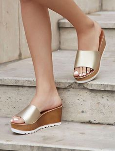 Charming Comfortable Shoes from 49 of the Surprisingly Cute Comfortable Shoes collection is the most trending shoes fashion this winter. This Comfortable Shoes look related to sandals, shoes… High Heels Boots, Shoes Heels, Flats, Mules Shoes, Wedge Shoes, Shoe Wardrobe, Pretty Shoes, Hot Shoes, Summer Shoes