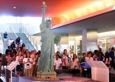 Amerika'lı bir girişimci 25.000 lego parçasını bir araya getirerek ünlü Özgürlük Heykeli'ni yeniden yapmayı başardı.Detaylar haberimizde.