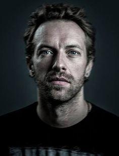 Christopher Anthony John Martin (Exeter, Devon, 2 de marzo de 1977), más conocido como Chris Martin, es un cantante, compositor, guitarrist...