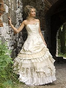 If I wanted to be a pirate bride I would wear this.