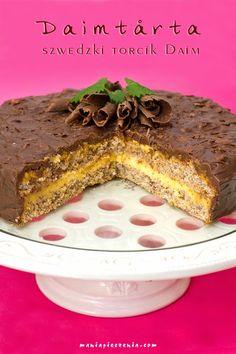 Szwedzki torcik Daim to puszyste, migdałowe ciasto przełożone delikatnym, śmietankowym kremem z dodatkiem chrupiących karmelowo - migda...