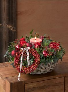 Rose, Rosehip, Ivy, Silk Pine, Ornamental Apples (Issue November 2014 :) Photo © Thorsten Stürmer So Advent Candles, Fall Candles, Christmas Candles, Winter Christmas, Christmas Home, Christmas Crafts, Country Christmas, Handmade Christmas Decorations, Xmas Decorations