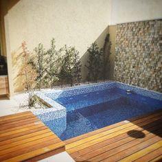 Risultati immagini per piscina em casa pequena Small Swimming Pools, Small Backyard Pools, Small Pools, Swimming Pool Designs, Outdoor Pool, Backyard Landscaping, Outdoor Decor, Kleiner Pool Design, Moderne Pools