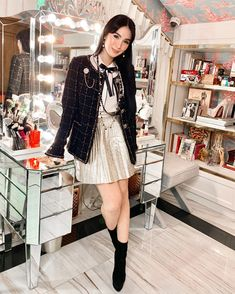 Noir. 🖤 Tokyo Fashion, Urban Fashion, Love Fashion, Girl Fashion, Classy Outfits, Chic Outfits, Fashion Outfits, Heart Evangelista Style, Celebrity Style Casual