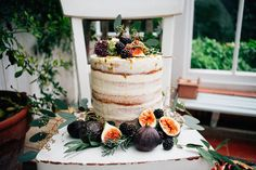 Semi naked cake with figs | Amy Lewin Photography | see more on: http://burnettsboards.com/2015/01/botanical-beauty-greenhouse-wedding-editorial/