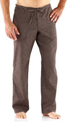 Equally comfortable on rock walls studio mats and post workout trips to the coffee shop Você traje casual feminino Eficiente Em. Camisa Medieval, Men Trousers, Men's Pants, Men's Pajama Pants, Traje Casual, Yoga For Men, Gym Wear, Linen Pants, Looks Style