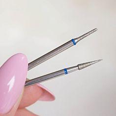 To moje ulubione frezy do opracowywania skórek Frez Indigo Cuticle No. 2 oraz Frez Indigo Cuticle No. 3 polecam kupić dwa bo w duecie działają cuda! Ostrzejszym oddzielam skórkę od paznokcia a trójeczką czyli tym z zaokrągloną końcówką wygładzam skórki manicure dłużej wygląda świeżo  ________________ #frez #paznokcie #paznokciehybrydowe #indigo #jesien #mama #nails2inspire #lakierhybrydowy #polskadziewczyna #lakier #hybrydy #blogerka #pazurki #zdobienie #beautyforum #polecam…