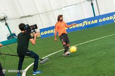 Goodyear e la sfida dei palleggi proibitivi a Vinovo - Keepy up...right with Goodyear - Juventus.com
