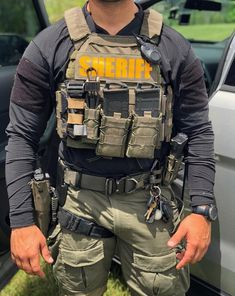 Sexy Military Men, Military Gear, Military Weapons, Military Equipment, Military Army, Army Vest, Military Special Forces, Tac Gear, Combat Gear