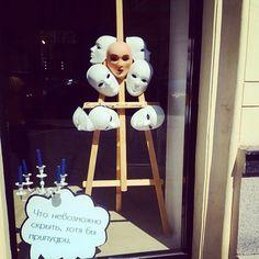 В выходные кто в Москве срочно прогуляйтесь по Патрикам и окрестным улочкам, по Богословскому переулку #например, мимо наших окон. Они достойны внимания! ✨  #патрики #окна #витрина #dominiqbeauty #beautyhub