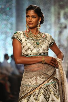 Model Carol Gracias displays jewellery collection at the India International Jewellery Week 2013 finale. #Bollywood #Fashion #IIJW