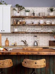 Small Kitchen Docot Ideas to Maximize The Space Ideas - Küche - Shelves Home Decor Kitchen, Rustic Kitchen, Interior Design Kitchen, New Kitchen, Kitchen Dining, Kitchen Black, Brick Wall Kitchen, Apartment Kitchen, Kitchen With Plants