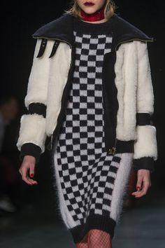 Daizy Shely at Milan Fashion Week Fall 2018 - Details Runway Photos Milano Fashion Week, Milan Fashion, Runway Fashion, Checker Print, Fall 2018, Fashion Prints, Plaid Scarf, Knitwear, Fur