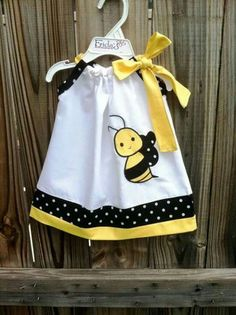 Beautiful Bumble bee pillowcase dress by on Etsy Little Dresses, Little Girl Dresses, Girls Dresses, Baby Dresses, Dress Girl, Sewing Clothes, Doll Clothes, Pillow Dress, Baby Kind