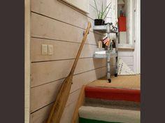 Une vieille rame comme rampe d'escalier