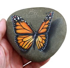Original Hand Painted Monarch Butterfly Resting on A Rock & Unique Painted Rock by Roberto Rizzo Originale peint papillon monarque reposant sur par RobertoRizzoArt Pebble Painting, Pebble Art, Stone Painting, Butterfly Painting, Monarch Butterfly, Stone Crafts, Rock Crafts, Beauty Butterflies, Art Rupestre