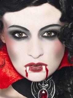 Ein klassisches Vampir Make-up darf zu #Halloween natürlich auch nicht fehlen!