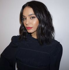 Vanessa Hudgens wearing red lipstick and short hair with beachy waves hair style Vanessa Hudgens wea Style Vanessa Hudgens, Vanessa Hudgens Makeup, Vanessa Hudgens Short Hair, Hair Dos, My Hair, Kardashian, Natural Hair Styles, Short Hair Styles, Beauty