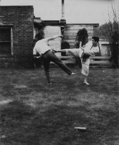 Bruce Lee Training, Bruce Lee Photos, Mix Photo, A Good Man, My Hero, Actors, Rare Photos, Bruce Lee Workout, Actor
