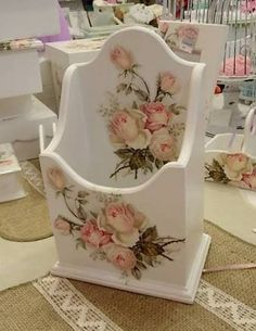 Resultado de imagem para cajas decoupage rositas Decoupage Box, Decoupage Vintage, Shabby Chic Furniture, Shabby Chic Decor, Shabby Chic Accessories, Doilies Crafts, Wood Creations, Wooden Art, Handmade Decorations