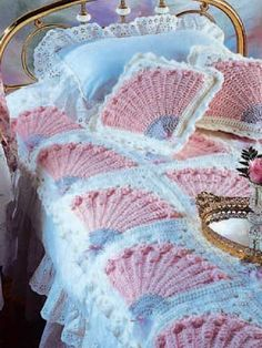Retro: Lady's Fan Coverlet and Pillow: free crochet pattern available