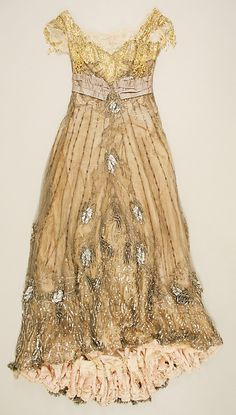 1907 to 08 Jacques Doucet Evening dress Metropolitan Museum of Art, NY. See more museum collection dresses at Dress 1900s Fashion, Edwardian Fashion, Vintage Fashion, Vintage Gowns, Mode Vintage, Vintage Outfits, Antique Clothing, Historical Clothing, Jeanne Lanvin