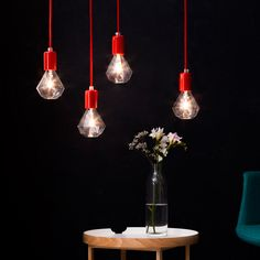 Puristische Leuchten und Glühbirnen