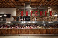 Дизайнеры, оформившие мясной магазин Springfield Butchers, решили уйти от устоявшихся стереотипов и создали очень уютный интерьер с винтажной отделкой.