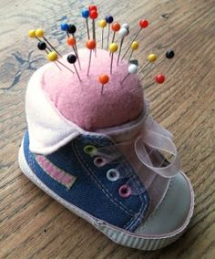 Baby Shoe Pincushion Tutorial by Wendy Massey What momma wouldn't want a keepsake like this in her sewing room! Fabric Crafts, Sewing Crafts, Sewing Projects, Diy Crafts, Pincushion Tutorial, Crochet Pincushion, Little Presents, Diy Pins, Sewing Rooms