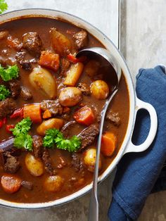 Goulash – Food On The Table – Oppskrifters Beef Recipes, Cooking Recipes, Healthy Recipes, I Love Food, Good Food, Food Porn, Diy Food, Food Inspiration, Food And Drink