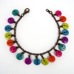 The Cwafty Blog: Tutorial Tuesday: Wire Wrapped Button Bracelet