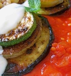 Kizartma Great Recipes, Favorite Recipes, Tasty, Yummy Food, Arabic Food, Turkish Recipes, North Africa, Tomato Sauce, Middle East