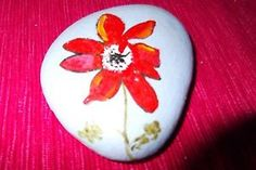 ORIGINAL-HAND-PAINTED-STONE-PEBBLE-PAPERWEIGHT-RED-POPPY-FLOWER-VARNISHED-SIGNED