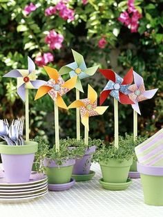 pinwheels - these would be really cute party favors for a spring birthday or garden party.Potted pinwheels - these would be really cute party favors for a spring birthday or garden party. Decoration Buffet, Garden Party Decorations, Garden Party Favors, Summer Table Decorations, Garden Parties, Outdoor Parties, Outdoor Decorations, Outdoor Entertaining, Pinwheel Centerpiece