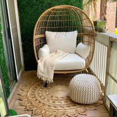 cool Trendy Winter Balcony Decor Ideas That Will Bring Warmth Apartment Balcony Garden, Apartment Balcony Decorating, Apartment Balconies, Interior Balcony, Winter Balkon, Small Balcony Decor, Balcony Ideas, Patio Ideas, Small Balcony Garden