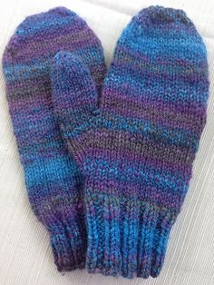 Made with 100% organic polwarth, hand dyed by RSCreations. Handspun - 2 ply fractal.   Ravelry: doodlebeck's First Handspun Mittens