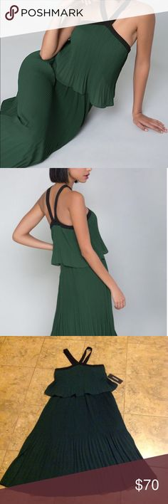 💃🏽💃🏼💃🏻💃🏾BeBe Pleated Dress💃🏾💃🏼💃🏻💃🏽 💃🏽💃💃🏻Bebe green pleated midi dress. A gorgeous dress that's sleeveless black straps. The shell and lining is 100% polyester.💃🏻💃🏻💃🏼 bebe Dresses Midi