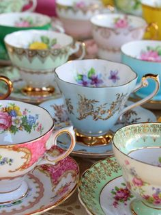 Pretty Pastel Tea Cups in Row - Afternoon Tea Party Diy Vintage, Vintage China, Vintage Teacups, Vintage Table, Tea Etiquette, Vintage Tea Parties, Vintage Tea Rooms, Tea Sets Vintage, Vintage Party
