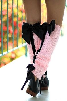 No Pattern Paris Afternoon Leg Warmers .Looks easy to crochet.I like them for my baby with a matching crochet hat with a big black bow. Boot Cuffs, Boot Socks, Pink Fashion, French Fashion, Fashion Black, Crochet Leg Warmers, Leg Warmers Diy, Leg Warmers Outfit, Crochet Boots